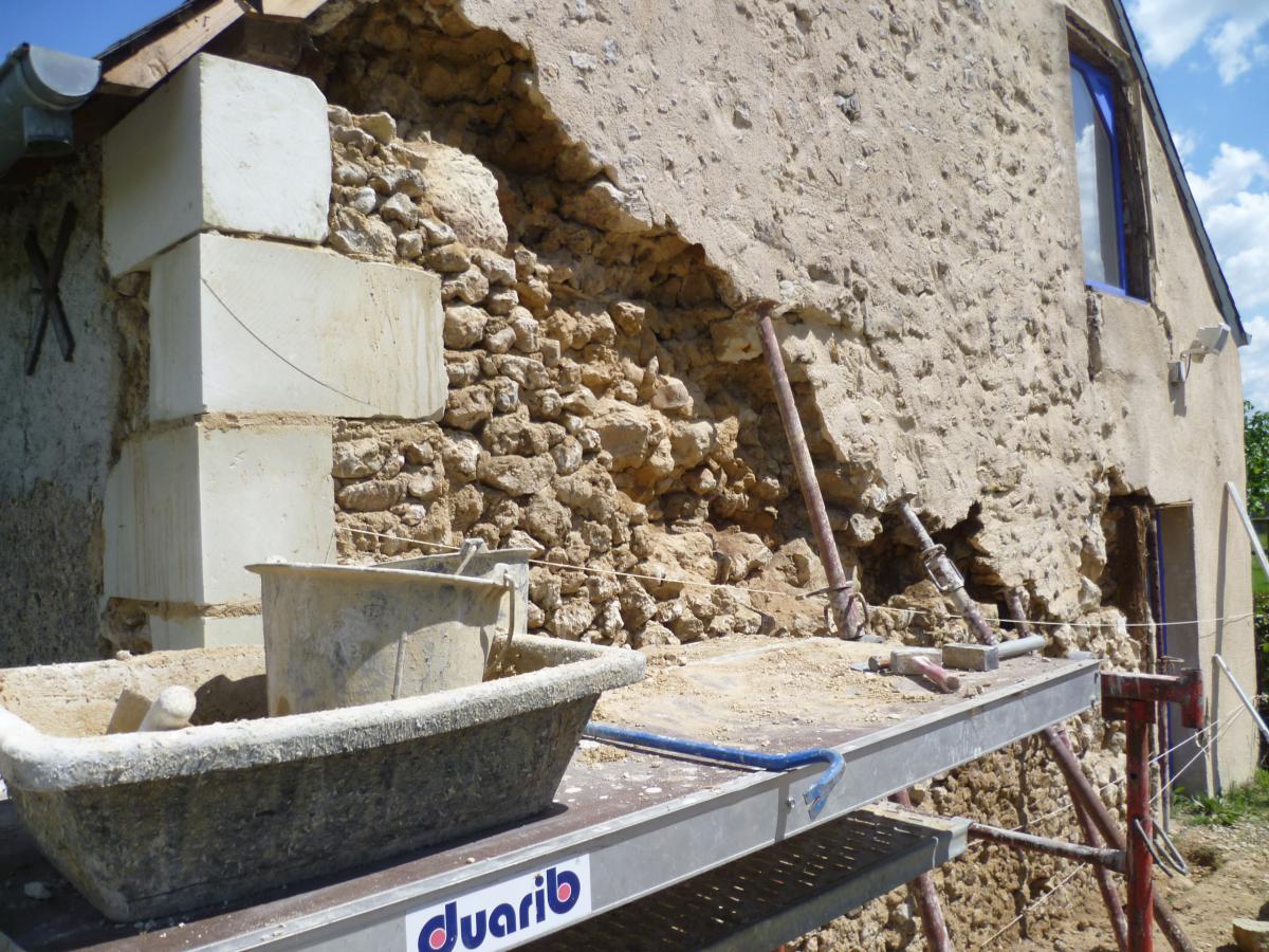 Reconstruction d 39 un pignon ciment la maison ancienne sarl - Murs humides maison ancienne ...